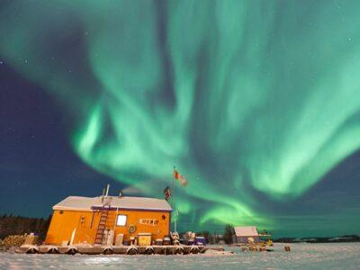 canada-aurora-houseboat_71331_600x450-1