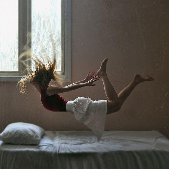 跳んでも跳ねても揺れても、安心な頑丈ベッド