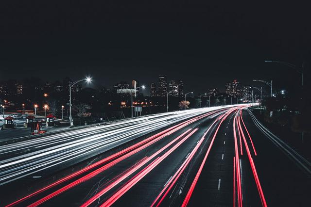 高速道路をひた走る時代の終焉